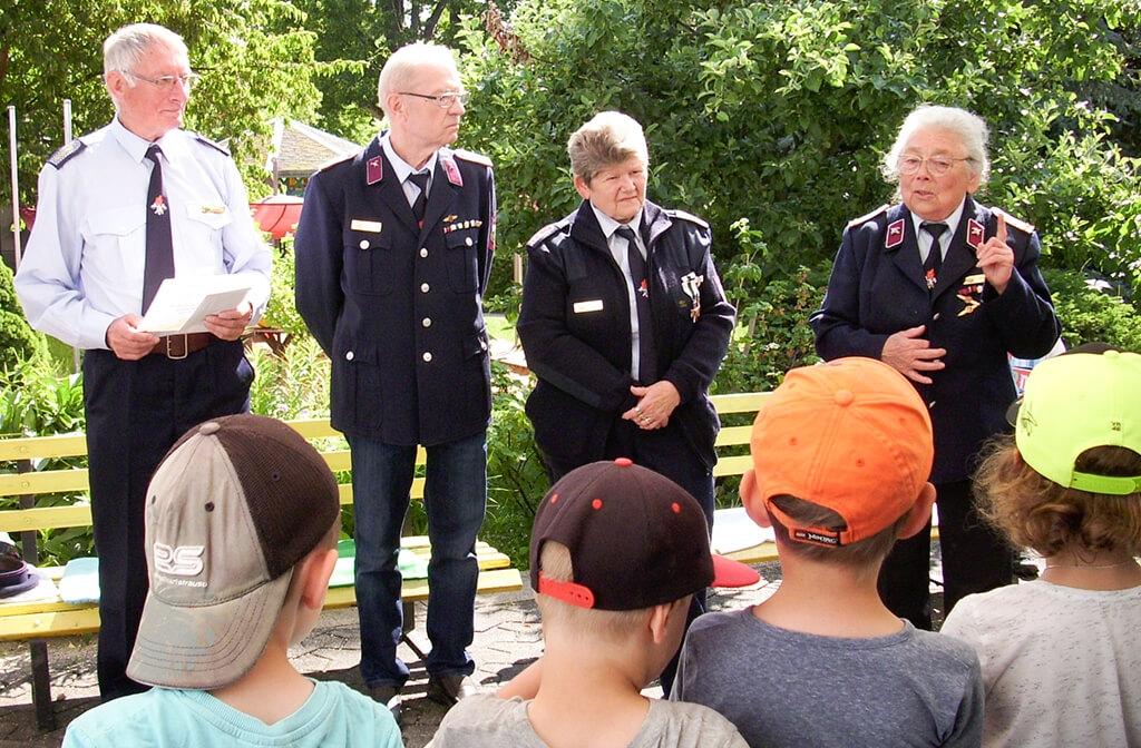 """13.06.2019 - Besuch der Feuerwehr in der KiTa """"Regenbogen"""""""